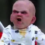 Un bébé terrifie plusieurs passants dans les rues de New York