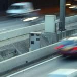 Un conducteur arrêté pour excès de vitesse avec une blonde