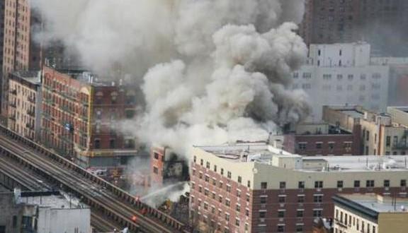 Explosion et effondrement de deux immeubles à New York