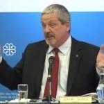 Jeremy Searle évite de peu l'expulsion du Conseil municipal de Montréal