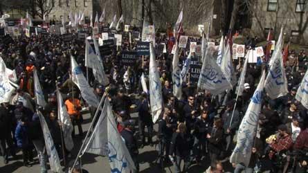 Régimes de retraite : Les employés municipaux manifestent devant les bureaux de l'UMQ