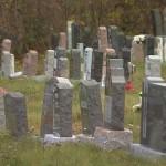 Un cadavre décomposé découvert dans un cimetière à Granby : L'hypothèse du meurtre étudiée