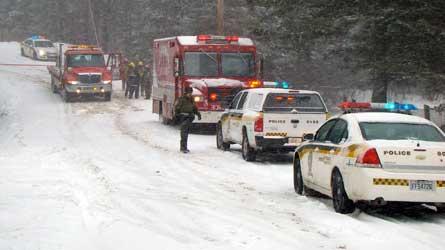 Une femme perd le contrôle de sa voiture et fait une chute de près de 20 pieds