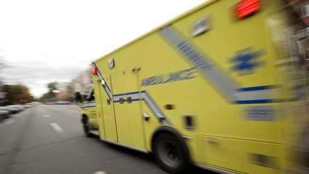 Accident grave à Québec : Un homme grièvement blessé suite à une collision entre une voiture et une grue