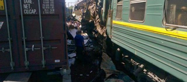Russie : Collision mortelle entre un train de marchandises et un train de passagers