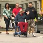 Gino Odjick Des fans se sont donnés rendez-vous devant l'hôpital de Vancouver