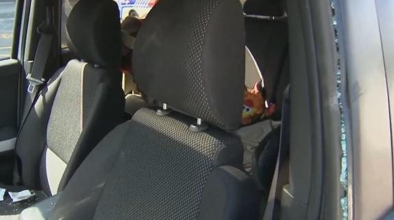Bébé de 7 mois laissé seul dans une voiture : La mère écope d'une amende de 60 dollars