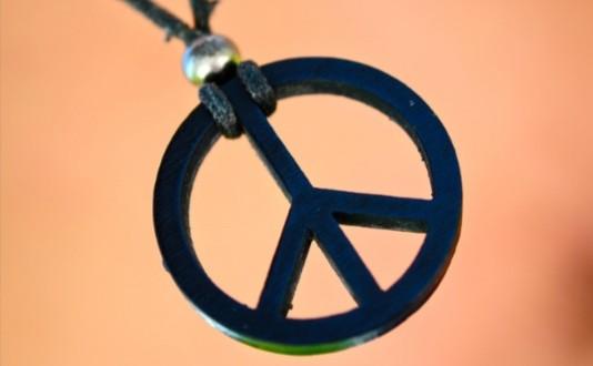 Gerald Holtom a dessiné l'emblème pour le désarmement nucléaire