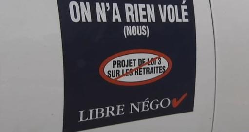 Régimes de retraite : La Coalition syndicale pour la libre négociation a débuté son opération autocollants