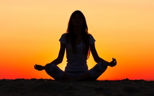 Yoga : En sanskrit, le mot signifie l'état d'union