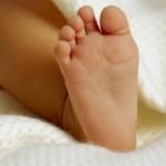Bébé trisomique abandonné par un couple Australien : 120 000 dollars collectés pour la mère porteuse