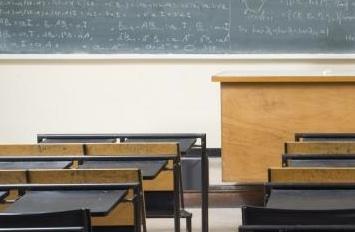 Une aide-enseignante fait face à des accusations d'agression sexuelle sur un adolescent de 15 ans