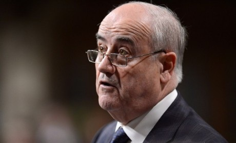 Julian Fantino : De ministre des Anciens Combattants à ministre associé à la Défense