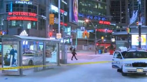 Toronto : Un homme d'une quarantaine d'années retrouvé sans vie dans un abribus