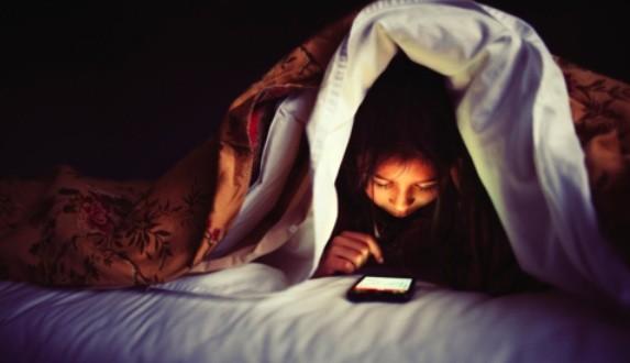 Les écrans ont des répercussions négatives sur la qualité du sommeil chez les jeunes
