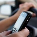 Interdit de regarder l'heure sur votre cellulaire lorsque vous êtes au volant