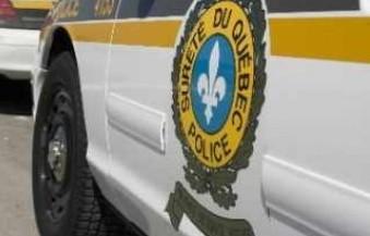 La SQ a arrêté un homme dans la cinquantaine pour avoir foncé sur une voiture de patrouille