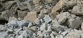 Une pluie de roches s'abat sur des maisons et des voitures à Stoneham