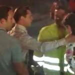 Brad Pitt sauve une petite fille d'une foule déchainée