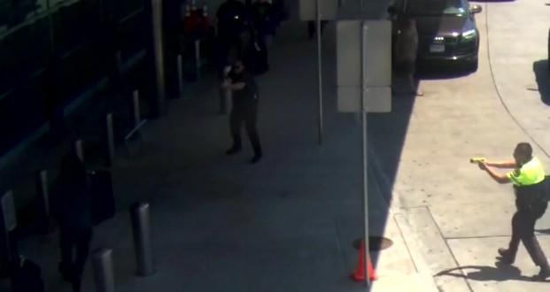Un policier tire sur un homme à l'aéroport Love Field de Dallas (Vidéo)