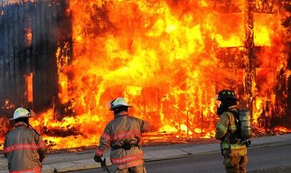 Un incendie détruit un immeuble