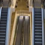 foulard bloqué dans un escalier mécanique