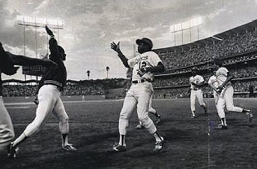 Le «high five» de Dusty Baker et Glenn Burke