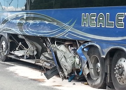 Château-Richer : Un grave accident entre une fourgonnette et un autocar
