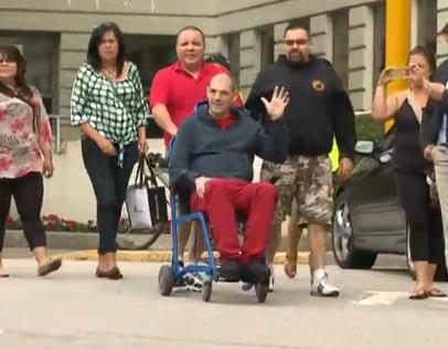 Gino Odjick : Des fans se sont donnés rendez-vous devant l'hôpital de Vancouver
