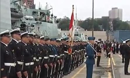 Le NCSM Toronto quitte Halifax pour une mission en Méditerranée