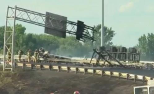 L'explosion d'un camion-citerne sur l'autoroute 640 fait un mort et deux blessés