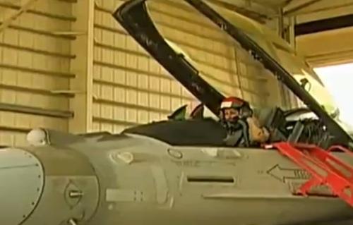 Mariam Al Mansouri : Première femme Emiratie à piloter un F-16 pour mener des frappes contre Daech