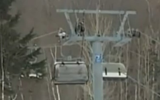 Une monitrice et un enfant chutent d'un télésiège au Mont-Sainte-Anne