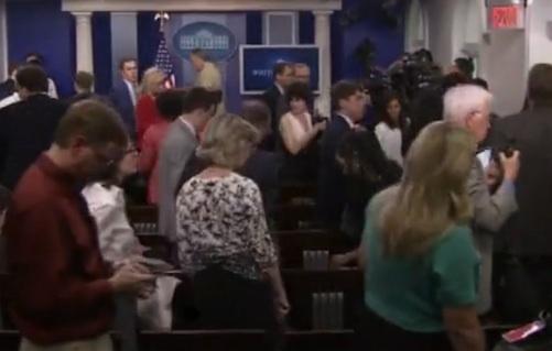 Alerte à la bombe à la Maison Blanche : Plus d'une vingtaine de journalistes évacués