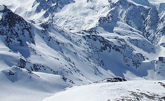 Des avalanches dans les Alpes Suisses font trois morts