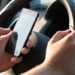 Envoyer des textos au volant est un problème qui s'aggrave